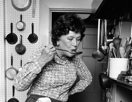 Julia Child și bucuria simplă de a găti