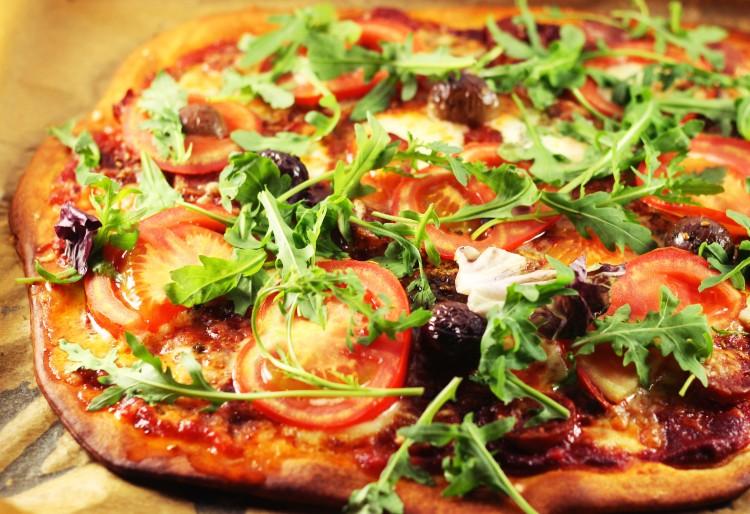 Pizza cu salsicce pugliese