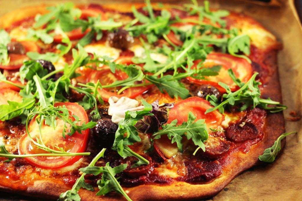 pizza-cu-salssici2