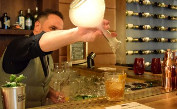 Cocktail Collection: Bourbon Bar cu Armand Fogarassy, Head Bartender JW Marriott