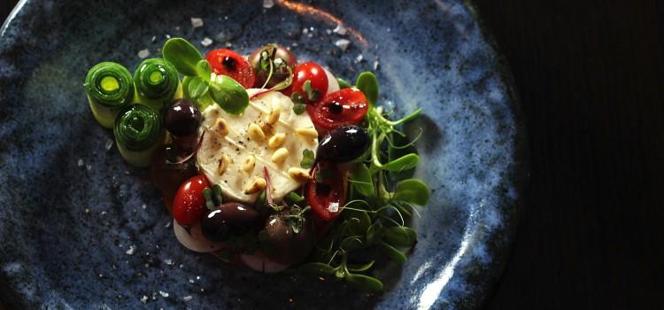 Salata de vara: o invitatie la simplitate
