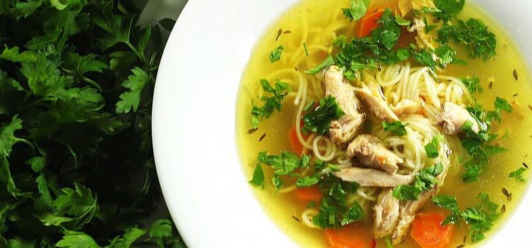 Supa de pui, intre remediu, potiune magica si dragoste
