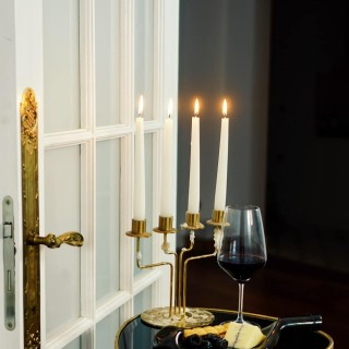 The light of a candle 🕯  #mood #celebration #elegance #petitejoys #wine #candlelight #interiordesign #momentslikethese #magicmoments #instamood