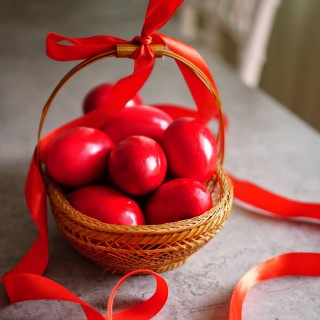 Happy orthodox Easter to all those who are celebrating today! Paște fericit! Hristos a înviat! 🕯️  #easter #celebration #red #eggbasket #orthodoxeaster #petitejoys #instafood #foodphotography