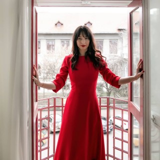 (re)opening the doors ☀️ #whatafeeling  📸 @elena_corbu 👗 @muna_radu  #portraitphotography #portrait_shots #portrait_vision #portraitmood #portraitpage #postthepeople #red #loveforred #reddress #redaesthetics #myquietbeauty #mystoryshots #moodygrams #interiordesign #momentslikethese #repertoire #open