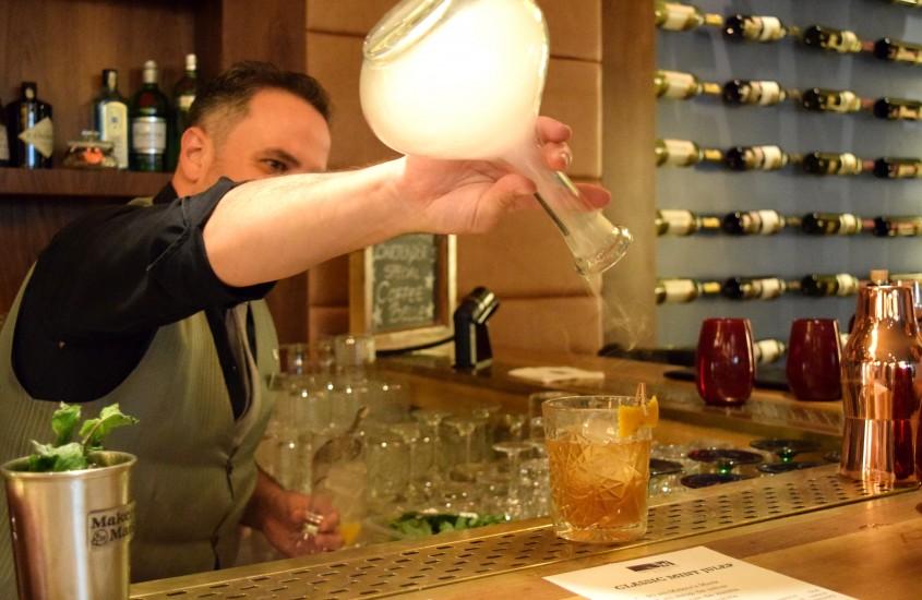Cocktail Collection: Bourbon Bar cu Armand Fogarassy, Head Bartender JW Marriott