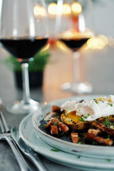 Oeufs en meurette – Ouă poșate cu reducție de vin